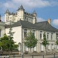 Le château de Saumur surplombe la ville ancienne