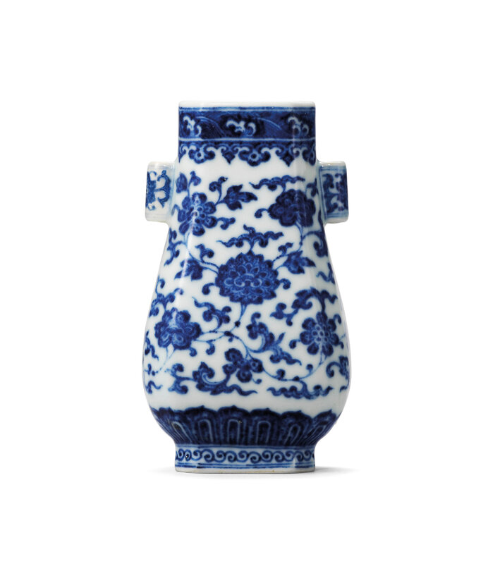 2020_HGK_18243_0335_000(a_blue_and_white_miniature_vase_hu_qianlong_six-character_seal_mark_in125935)