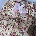 Culotte BIANCA en coton ocre-beige fleuri rose - coton ocre-beige fleuri et coton uni beige dans le dos - noued de mousseline rose devant et sur les fesses (2)