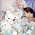 jayne_pink_palace-inside-childroom-1958-12-with_mickey_and_son_miklos-2