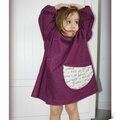 IMG_5253-owly-mary-du-pole-nord-tablier-enfant-une-petite-ecole-blouse-coton-tissu-prune-blanc-fuchsia-turquoise