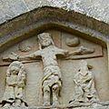 12_église St jean Mirabel_tympan XIII_détail_christ en croix_St Jean