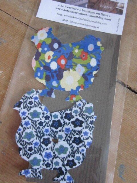 Carte de 2 pinces à cheveux POULE - l'une en coton bleu majorelle fleuri multicolore, l'autre en coton fleuri gris marine ciel