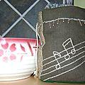 Petit sac décoratif kaki (côté 1)