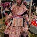 Habillee en Hmong Fleur !!!