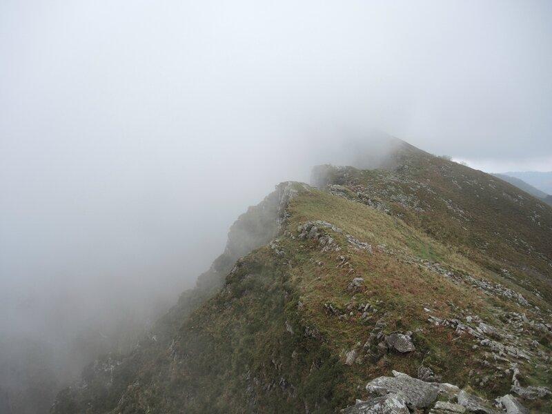 J) Bidarray, Iparla, crètes dans le brouillard (64)