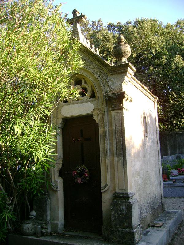 303 - Tombeau chapelle de la famille Pierrugues