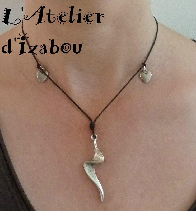 P1130461 Collier pendentif éclair et coeur, coton ciré et fermoir toggle