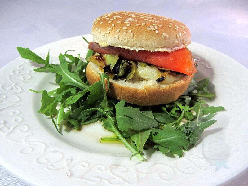 Burger de saumon fumé à la fondue de poireau