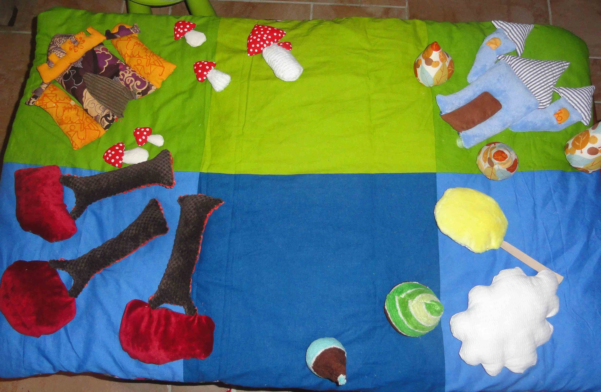 tapis de jeu en tissu fait main, handmade fabric play mat (6)