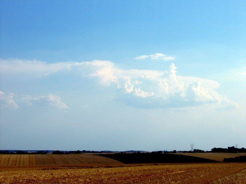 Un puissant cumulonimbus est visible au Sud-Ouest