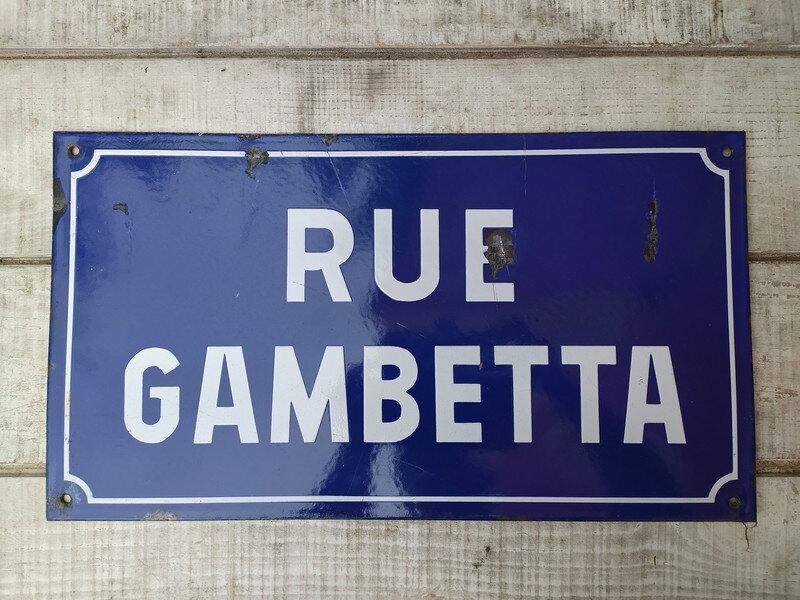 """Ancienne plaque de rue émaillée """" RUE GAMBETTA """" enameled street sign"""