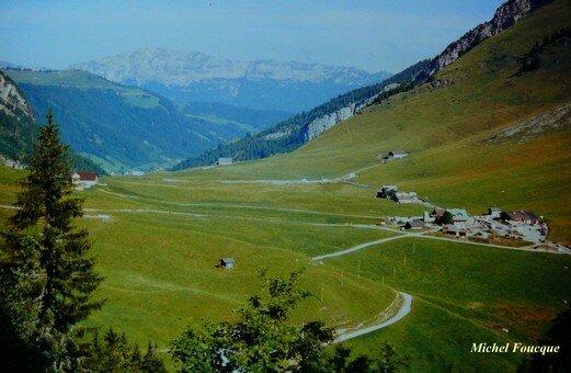 1580) Montée à vélo au col des Aravis (haute-Savoie)
