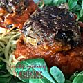 Boulettes d'aubergines, sauce tomate et nids de spaghetti