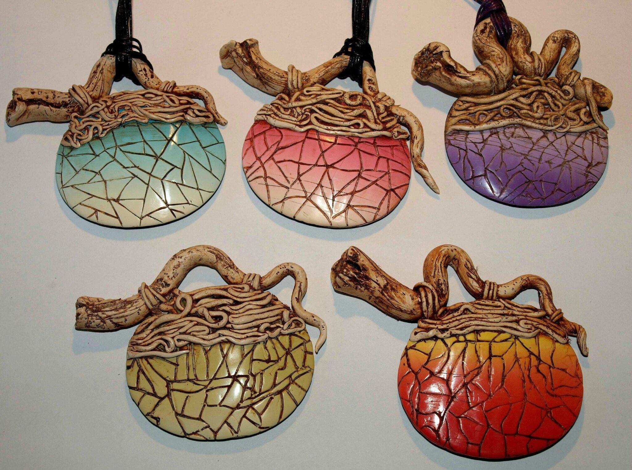 Cinq pendentifs bois raku