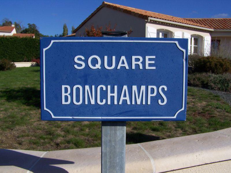Yzernay (49), square Bonchamps