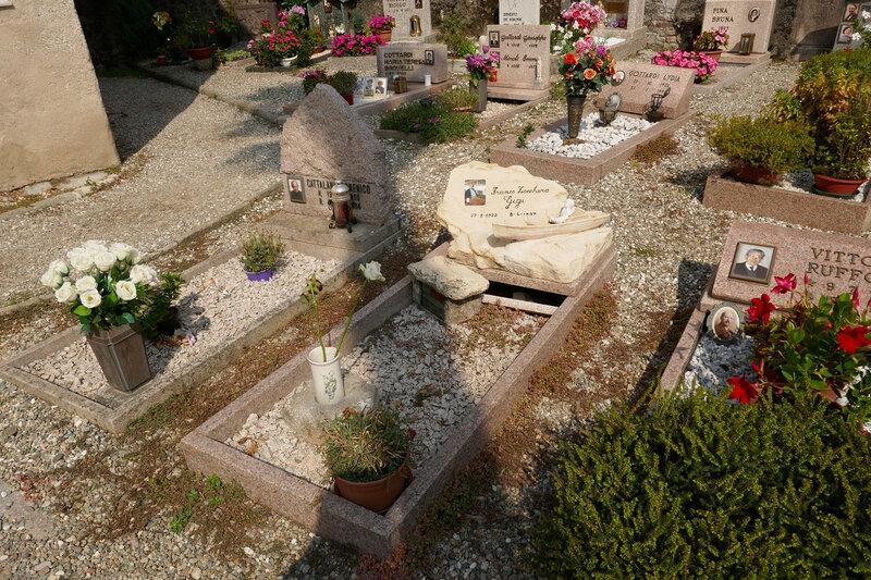 tombe dans le cimetière de l ile auxpecheurs