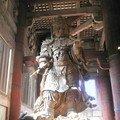 A gauche du Bouddha : Bosatsu Kokuzo, gardien céleste.