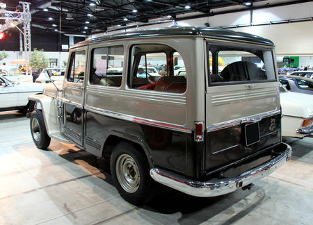 Jeep_willys_type_6230_4WD_station_wagon_de_1962__RegioMotoClassica_2010__02