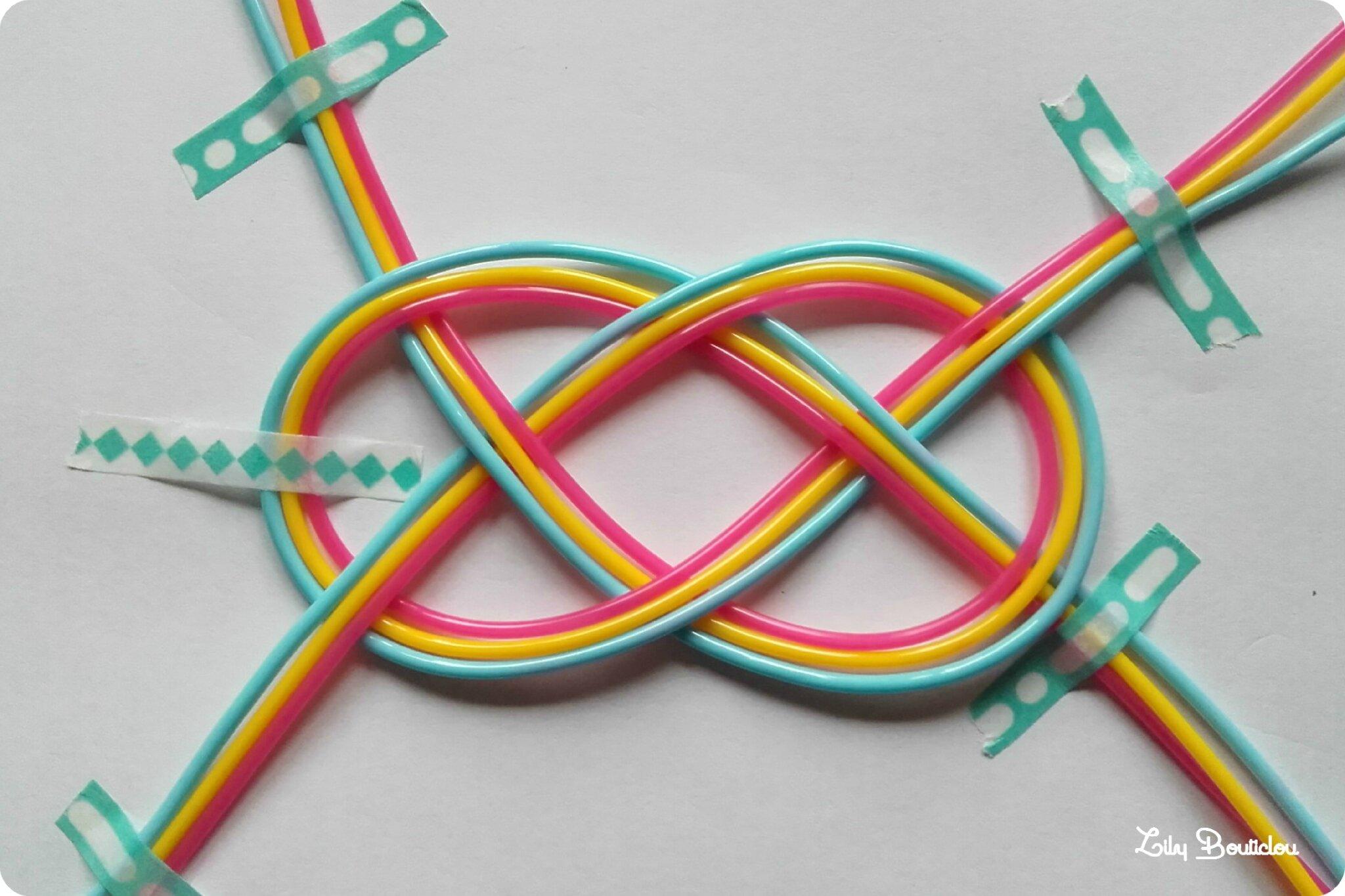 Diy bracelets en scoubidous et noeuds marins lily bouticlou - Comment faire un porte cle en scoubidou ...