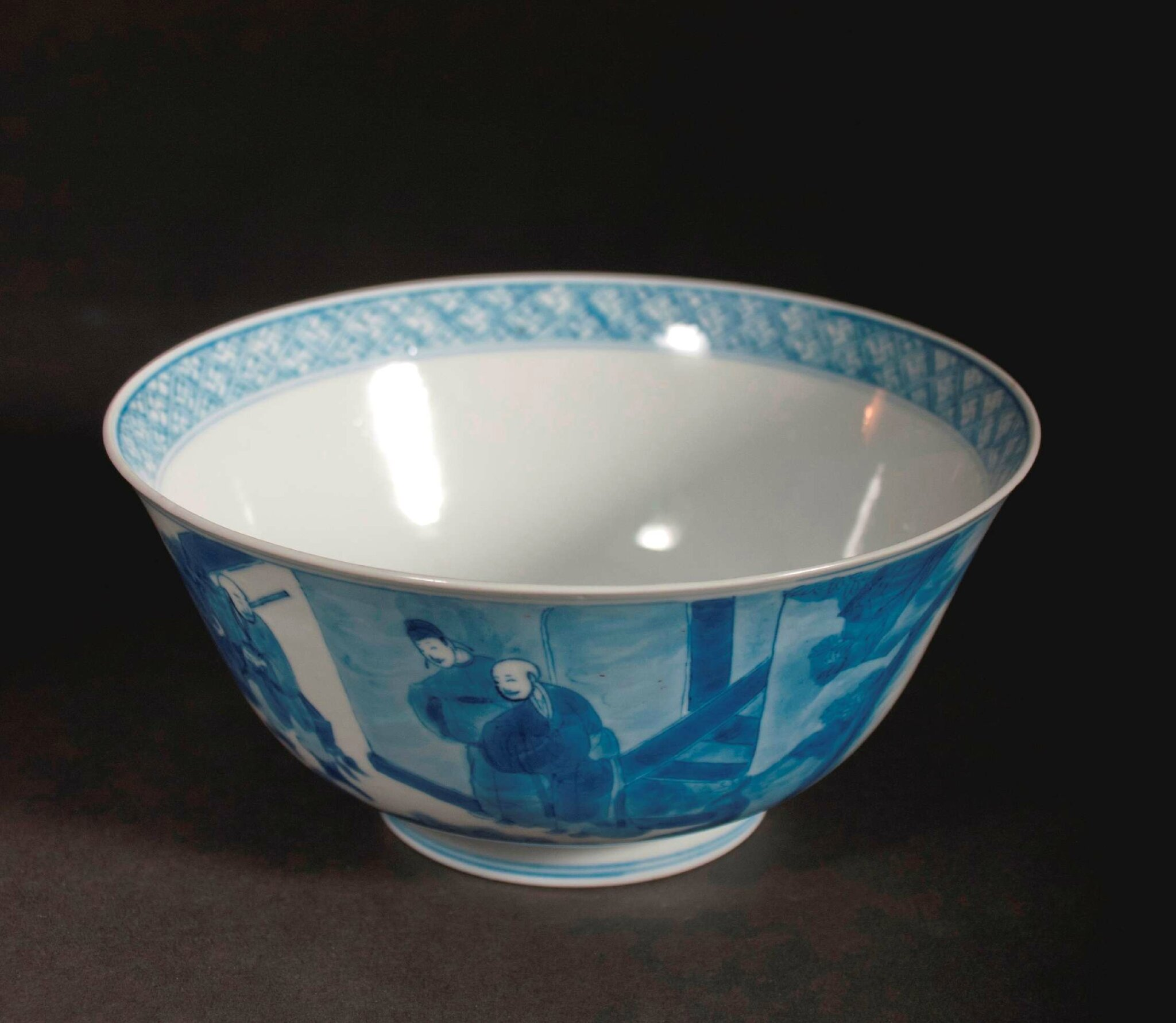 Blue & white bowl, China, Kangxi Mark on the bottom and of the Period (1662 – 1722). Photo courtesy Vanderven Oriental Art.