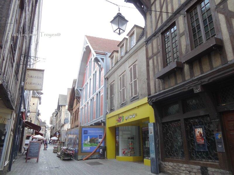 alambra fin de facade rue Champeaux 4 5 2014 (1)