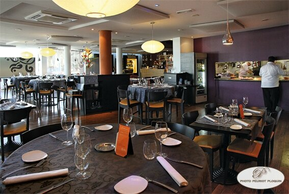 AGEN_LA_TABLE_dARMANDIE_de_Michel_Dussau_salle_du_restaurant_
