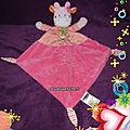 Doudou plat vache rose mots d'enfants, chat brodé, bandana vert