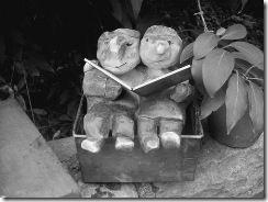 personnages sur le banc