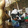 Cimetière de l'église de Vals en Ariege Tombe d'enfant Jouets (10) 800x600