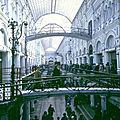 Urss 1988 (17/28). les boutiques et le restaurant du goum, le « grand magasin » de moscou.