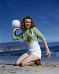 1945_beach_sitting_green_pull_mmad056