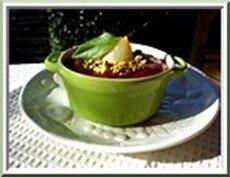 cocotte de poire, crème d'amandes et pistaches