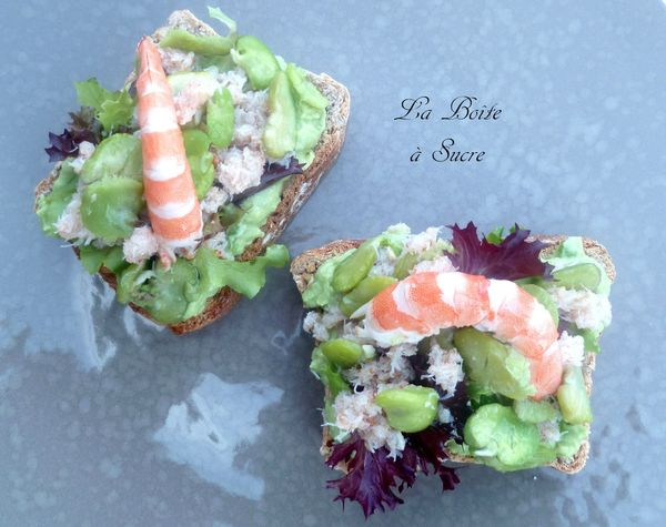 Tartine avocat, crabe, fèves