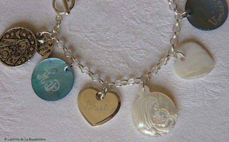 Bracelet personnalisé (détail du coeur gravé)