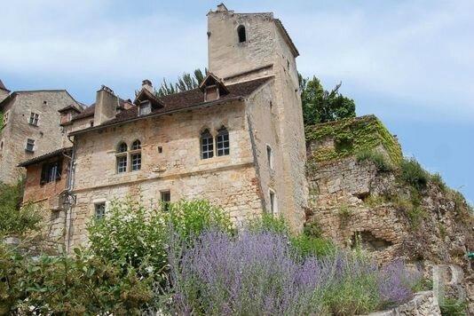 4378272_7_3905_la-maison-d-andre-breton-a-saint-cirq-lapopie_2eee22c7c68b83a491b56323f6465582