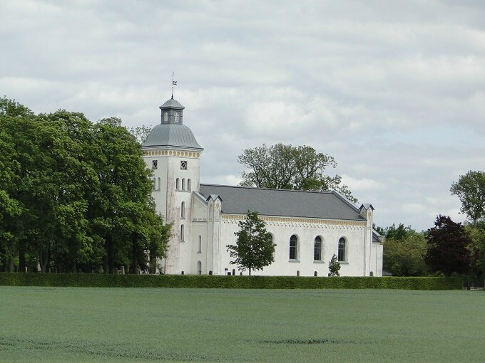 DSC05192 petite église dans la campagne