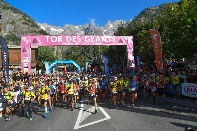 Tor16_Day01_Courmayeur_start_ph_Neyroz_Giorgio_Augusto_5NG_2005