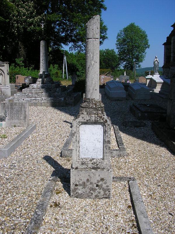 Saint Maurice d'Etelan sépulture d'André Beuzeboc