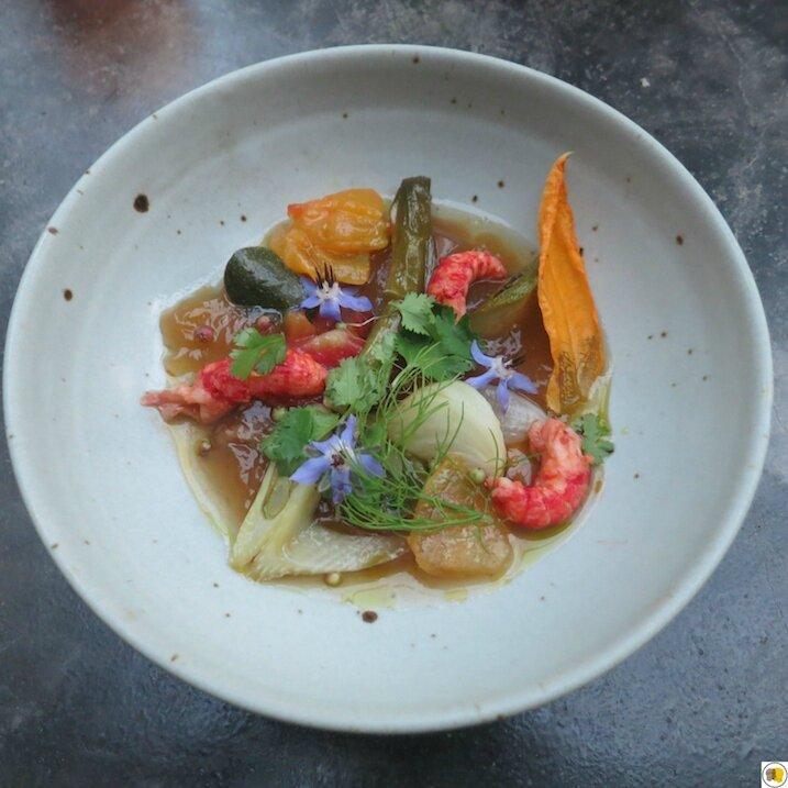 Écrevisses sauvages de Camargue, légumes crayons en aigre doux, huile de coriandre (1)