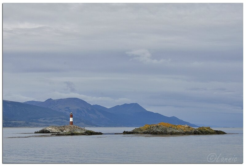_Argentine_300_Ushuaia_canal_Beagle_phare_Eclaireurs