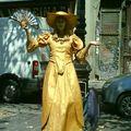 femme dorée