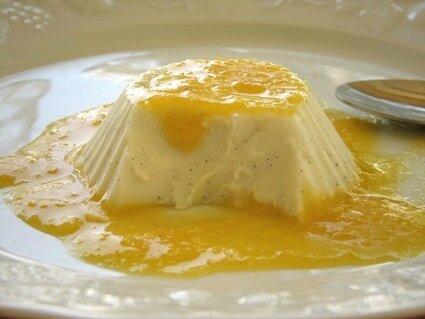 blanc-manger-coco-vanille-et-coulis-de-mandarine
