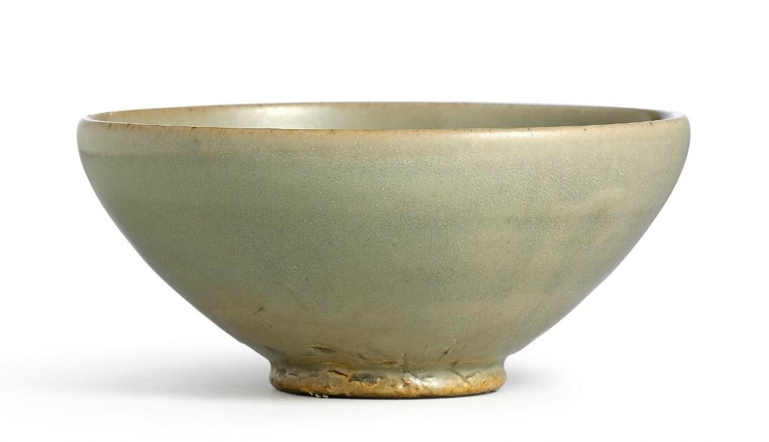 A rare 'Dongyao' celadon bowl with phoenix appliqué, Five Dynasties  (907-960) LY JA