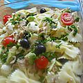 Salade de pâtes papillon /avocat /tomates cerises/thon/olives et mozzarella