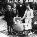 Helene (geb. MONDZECH) und Paul KASSULKE mit ihren Kindern und E
