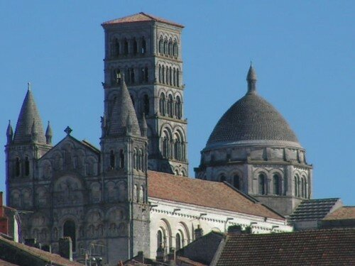 cathedrales-angouleme-france-1393424936-1170258