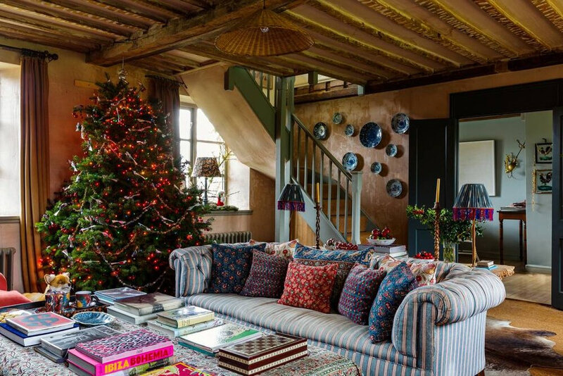 A+Cozy+English+Cottage+Decorated+For+Christmas+-+The+Nordroom