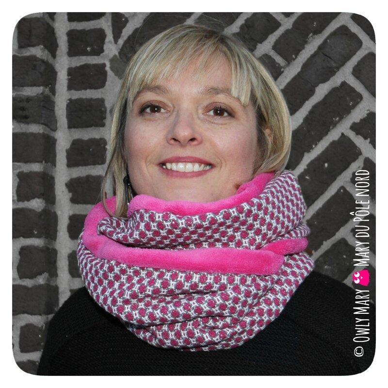 PH2016-12-07-17-52-147-owly-mary-du-pole-nord-fait-main-snood-tour-de-cou-automne-hiver-maryse-carreau-ecru-lainage-blanc-ecru-vif-gris-argent-argente-brillant-rose-fuchsia-polaire-doudou