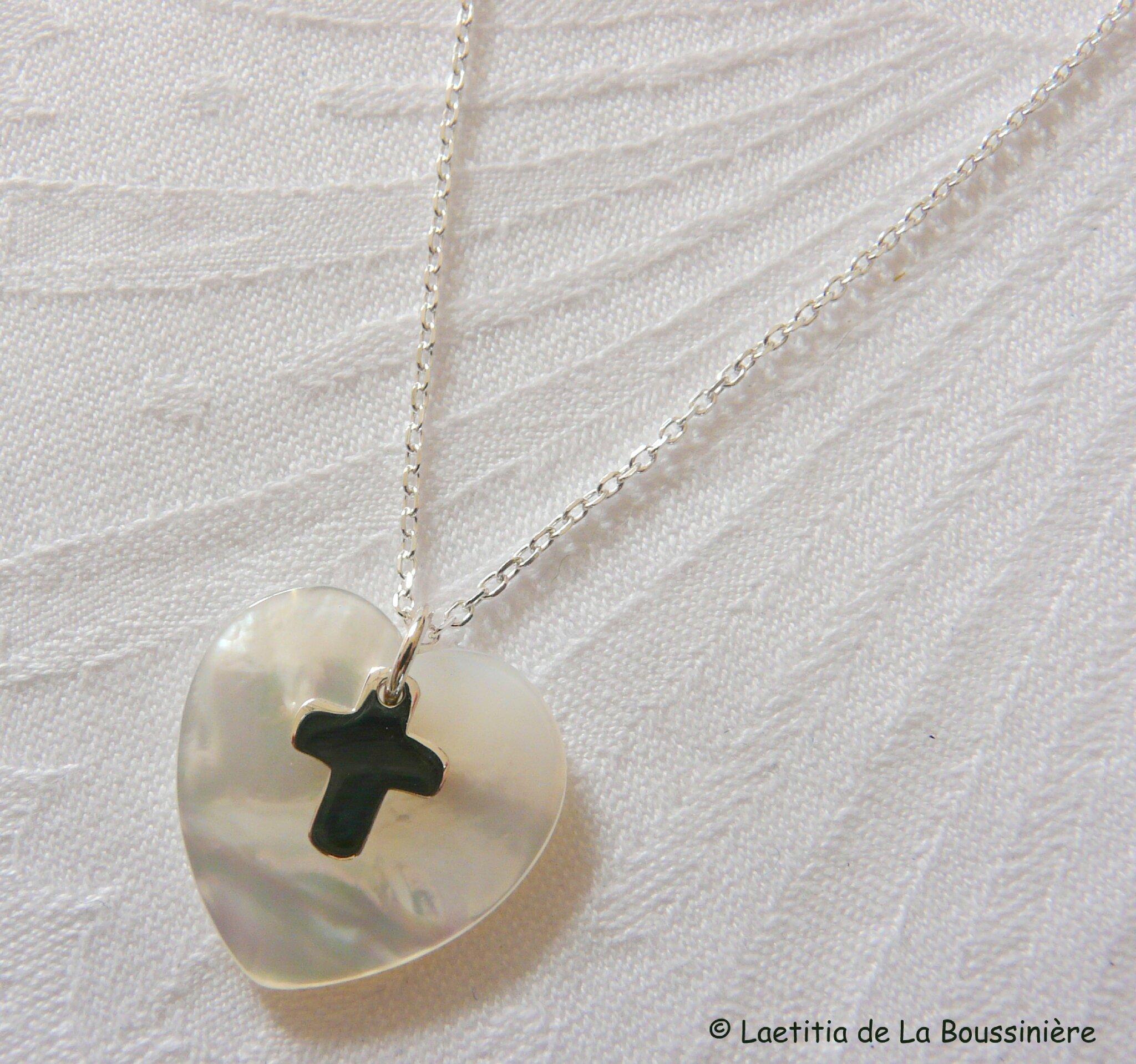 Collier coeur en nacre et mini Croix argent massif